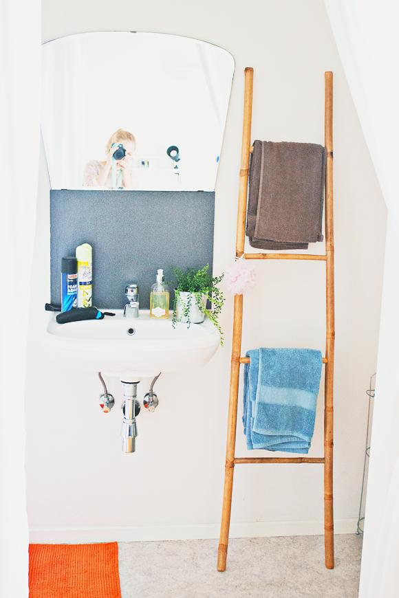 Kleine badkamer tip ladder voor handdoeken the life factory - Decoratie douche badkamer ...
