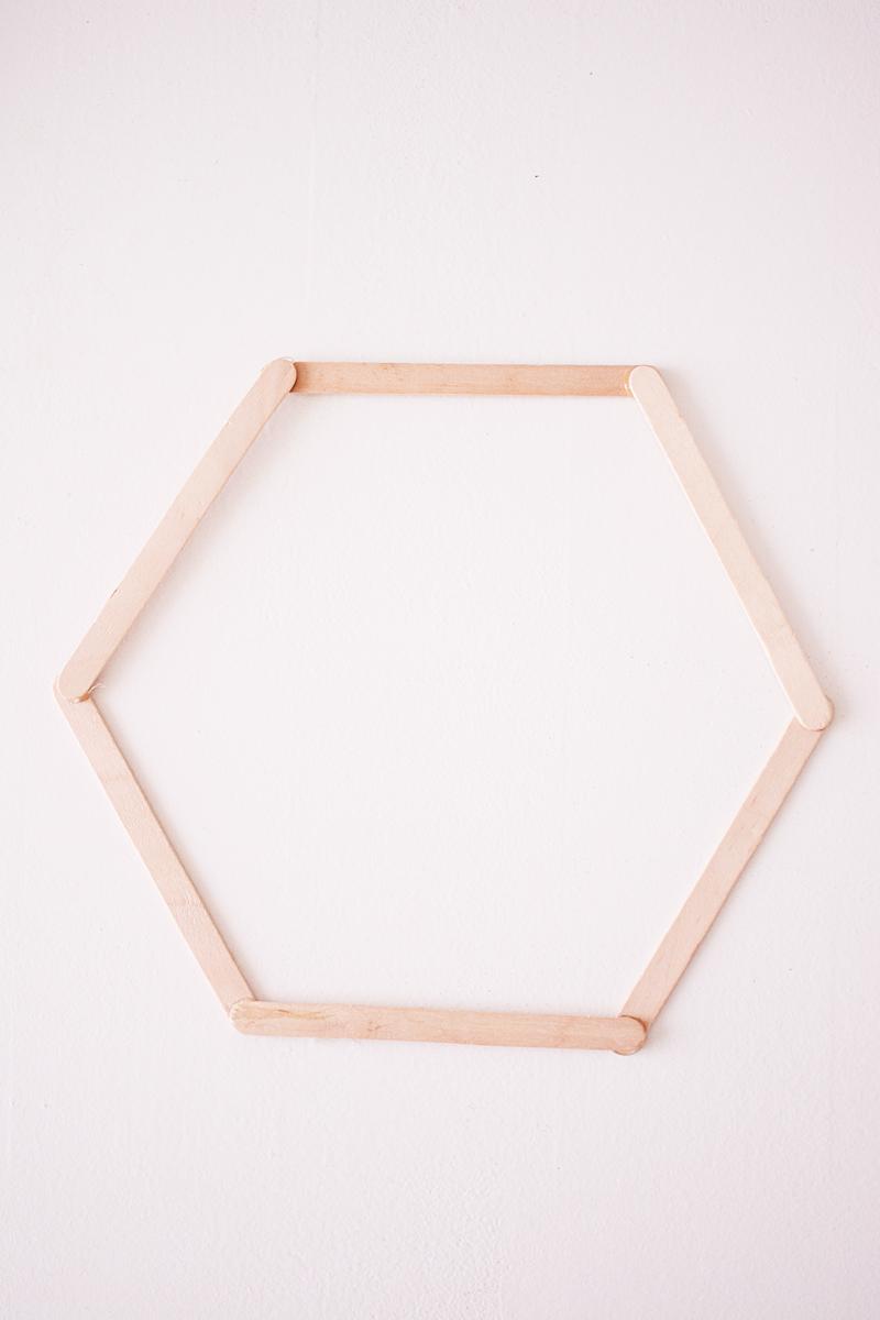 Maak zelf een zeshoekig wandkastje the life factory - Maak een hoofdbord aan ...